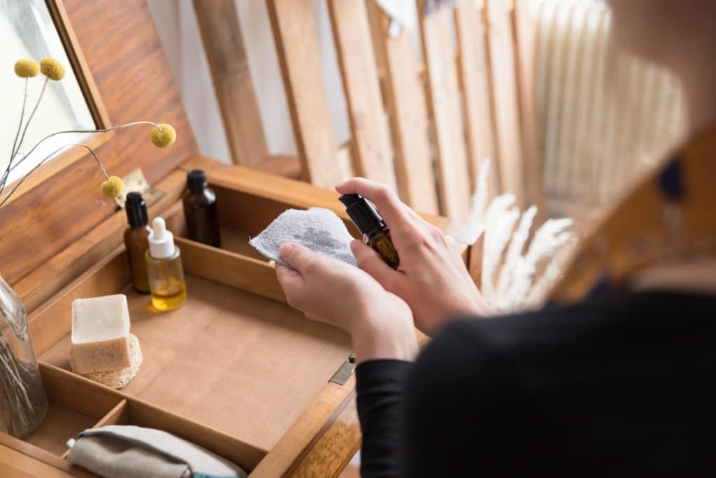 Utilisez vos lotions habituelles avec les cotons démaquillants lavables